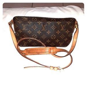 Louis Vuitton Authentic Trotteur crossbody bag